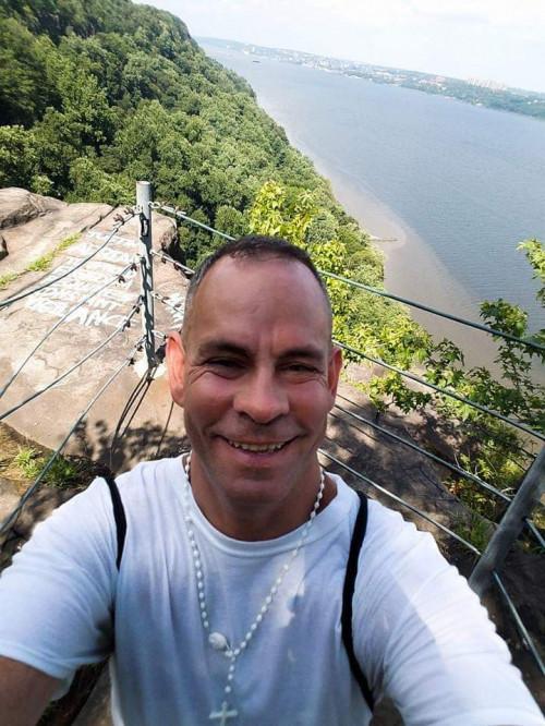 Robert Savarino's Profile on Staff Me Up